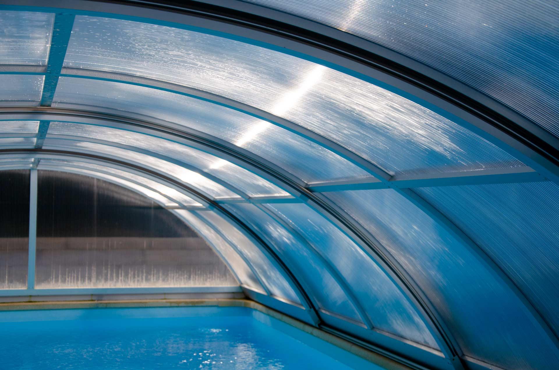 Platsch-AG-Schwimmbadbau-und-Unterhalt_Themenbereich_Abdeckungen_Tropica_Serie_Hintergrund_02