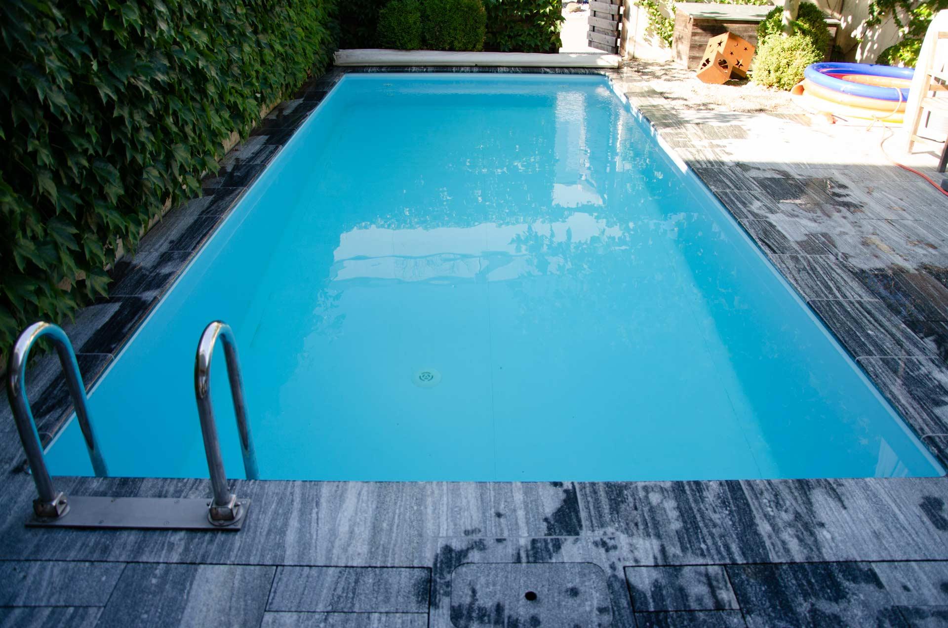 Platsch-AG-Schwimmbadbau-und-Unterhalt_Themenbereich_Pool_Beckensanierung_Hintergrund01