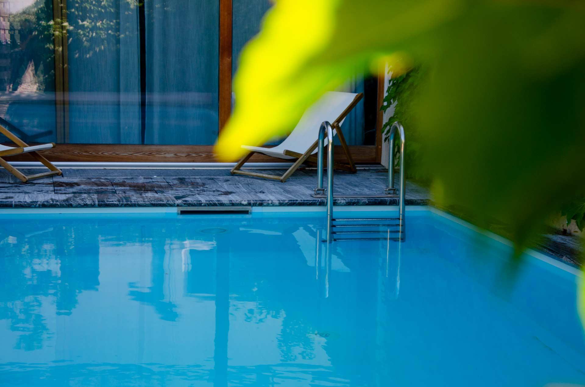 Platsch-AG-Schwimmbadbau-und-Unterhalt_Themenbereich_Pool_Beckensanierung_Hintergrund03